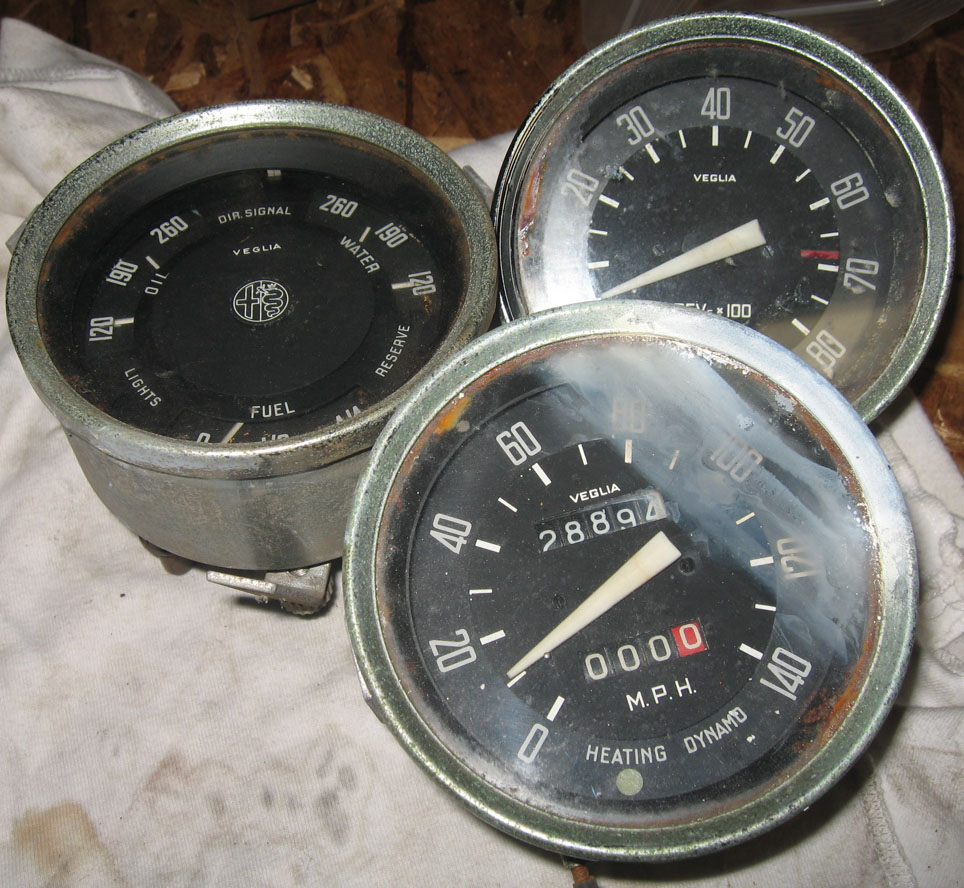 cleaning up my ss and ti gauges alfa romeo giuliettas. Black Bedroom Furniture Sets. Home Design Ideas