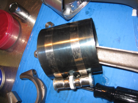 ring compressor on piston
